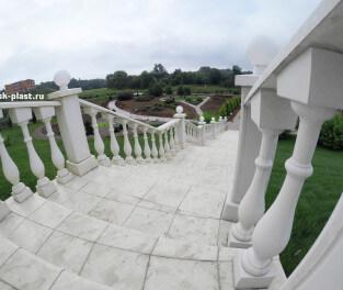 Плитка на лестницу и балюстрада
